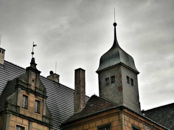 http://redfuchsia.blogspot.com/ Architectureporn Architecturelovers Architecture_collection Architecture Tower Castle Zamek  Oleśnica