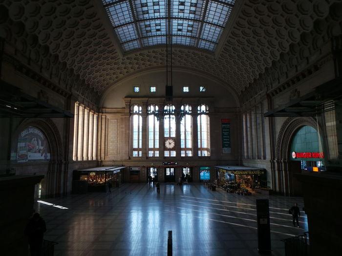 Architecture Architektur Bahnhof Built Structure Illuminated Indoors  Leipzig Leipzig Hauptbahnhof Railroad Station Railroadstation Railway Station Railwaystation