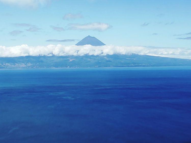 Ao longe a Ilha do Pico...