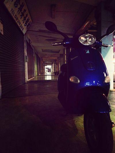 老街。夜晚的精彩 Kaohsiung Vespa ET8