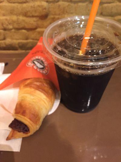 アイスコーヒーとチョコクロワッサン
