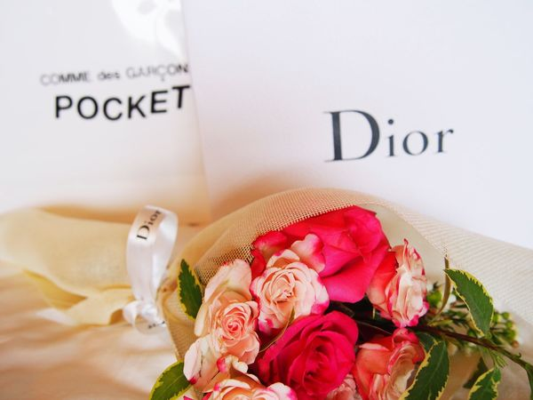 #throwback valentines gift from him❤ Rose🌹 Commedesgarcons Dior Valentine Gift Valentine Presents Indoors  Flower No People Bedroom