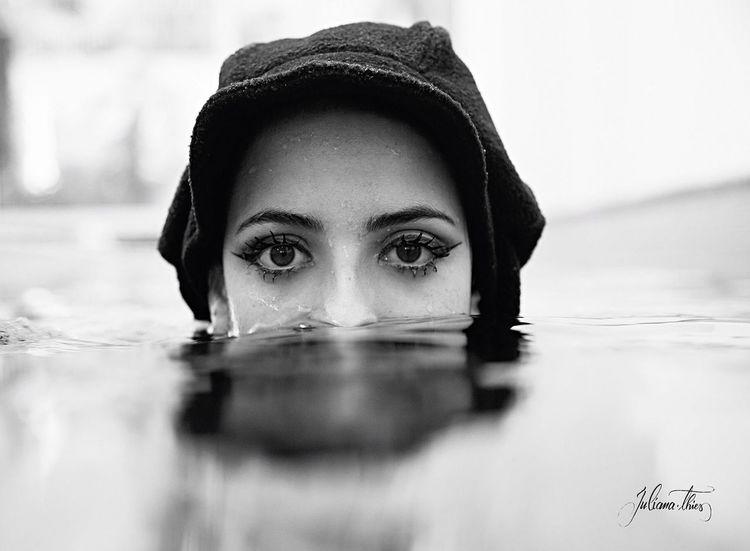 Rockabilly PinUpGirl Makeportraits Underwater Portrait Black And White Eyes P&B Popular Photo São Paulo