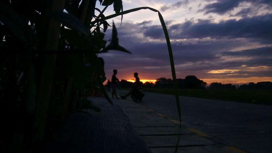 Sunset Men Cloud - Sky Friendship Darkness And Light Outdoors People Random Shots Randomphoto Openshot Sunset_captures