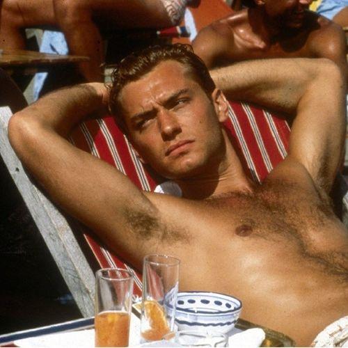 Ursäkta min franska. Men äckligt jävla snygg Jude Law från 1999. Cometomama