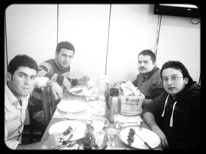 Eating Friends Hungry! cağda mi yemiyahh