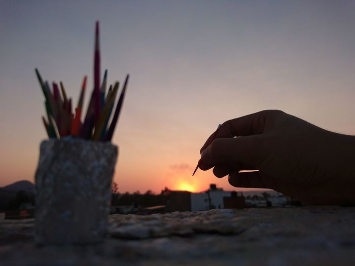 Painting the sunset Human Body Part Sunset Artist Human Hand Close-up Nature Sky Day Multi Colored Hand Painting Outdoors Mini Colors Handmade Mini Color Painted Image Colors Artist Xperia Z5 XPERIA Sony Xperia XperiaZ5 Xperiaphotography Live For The Story The Great Outdoors - 2017 EyeEm Awards EyeEmNewHere Place Of Heart Sommergefühle Let's Go. Together. EyeEm Selects Breathing Space Investing In Quality Of Life The Week On EyeEm Mix Yourself A Good Time Paint The Town Yellow Perspectives On Nature Rethink Things Inner Power My Best Photo