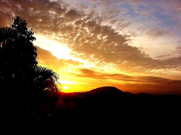 Amanhecer. Goodmorning Hello World Enjoying Oportunity Nature Beautiful Hot First Eyeem Photo em Volta Redonda RJ Brasil.