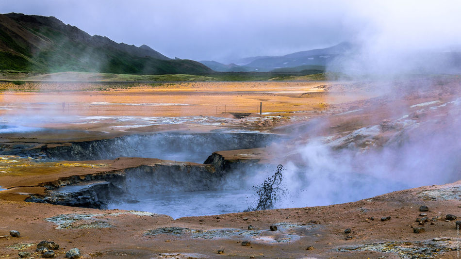 Marmites de boue (mud pots) de Hverir Day Exposure Geology Geothermal Mud Pit Hot Spring Hverir Iceland Iceland_collection Majestic Motion Mud Pots Myvatn Nature Outdoors Physical Geography Power In Nature Smoke Splashing Steam Volcano