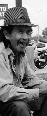 Father In Law Smiling Older Generation Taking Photos Enjoying Life Good Laugh Capture The Moment Android Photography People Photography People_bw Black And White Photography Relaxing Tomando Fotos Remembering This Moment Suegro Sonriendo Negro Y Blanco Home Is Where The Art Is Live For The Story