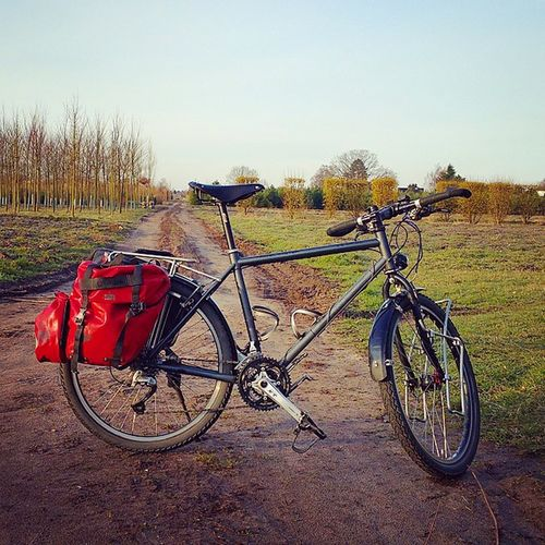 Good morning! 🌞 Biketowork with my Touringbike No2 and my 17 years old Ortlieb pannier. 💪 Perfect preparation fir the upcoming cycling days in the great and small Caucasus mountains.🌄 Biketouring Cycling Cyclinggear Pannier Fahrrad Fahrradtasche Goodmorning