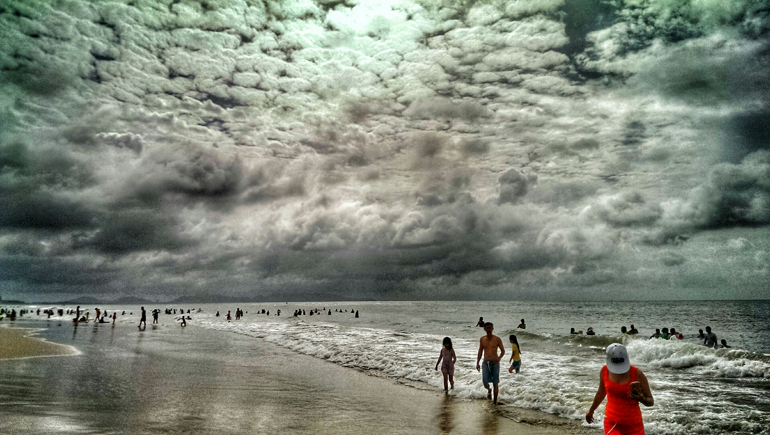 sea, water, beach, sky, leisure activity, lifestyles, horizon over water, cloud - sky, shore, cloudy, vacations, large group of people, men, wave, scenics, person, sand, enjoyment, beauty in nature