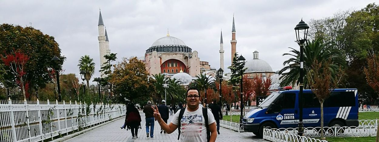 Turkey💕 City Türkiye 💙💛 ATATÜRK ❤ Turkey♥ SultanAhmetBlueMosque Blue Mosque, Istanbul Istanbul Turkiye Sultan Ahmed Mosque Istanbul Religion Turkey ♡ Travel Destinations Men People Outdoors Adult Place Of Worship Spirituality Social Issues Dome Architecture Adults Only Sky Day