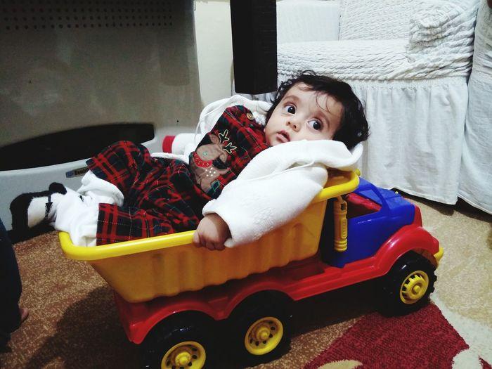 قلابة شاحنة نقل طفل
