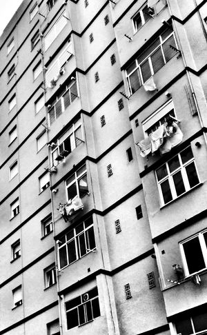 Blackandwhite House Facade Zigzag Diagonal Lines Urban Geometry