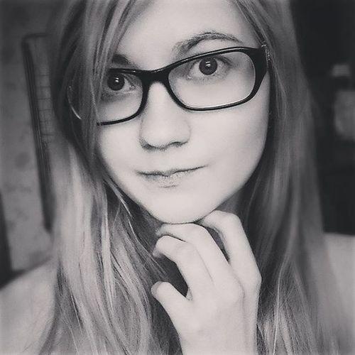 селфи селфихуелфи Чб я этоя  Просто простоутро нечегоделатьбыло скучно утро доброеутро безмакияжа очки девушка Selfie Justselfie JustMe Itsme Goodmorning Morning Boring Justmorning Glasses Bw Blackandwhite блондинка blonde