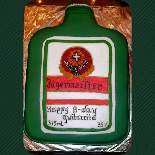 Definitivamente Insuperable mi pastel 🎂🎉 Jägermeister Jäger Jagger ❤♡ cada año mas épico mi Bday y con las amistades perfectas y correctas! 😊💙❤ Lasamo uds me hacen feliz con sus maravillosas sorpresas bebés 😭👭 NoPuedoPedirNadaMas Estoycompleta ♡♡