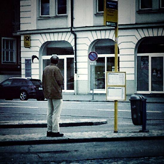 One Man Only Street Architecture Standing Banhofsgegend man kuckt fliegender Raabe hinterher Colour Your Horizn