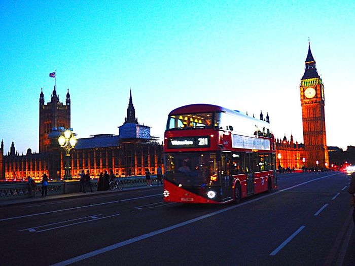 London Town....🇬🇧 London Uk Britain Big Ben Londonbynight Bus City Life