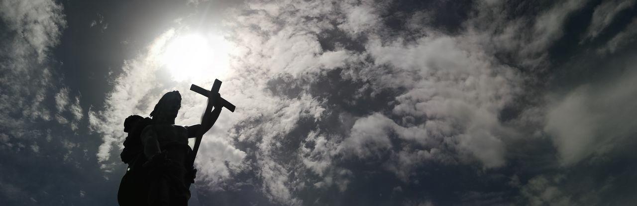 il redentore osserva e protegge la cittá di nuoro..... Suggestive Photography EyeEmNewHere Sardinia Sardegna Italy  Nuoro Italy Redentore Adventure Sky Cloud - Sky