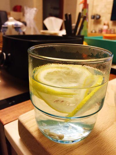 柠檬片泡热水的日子