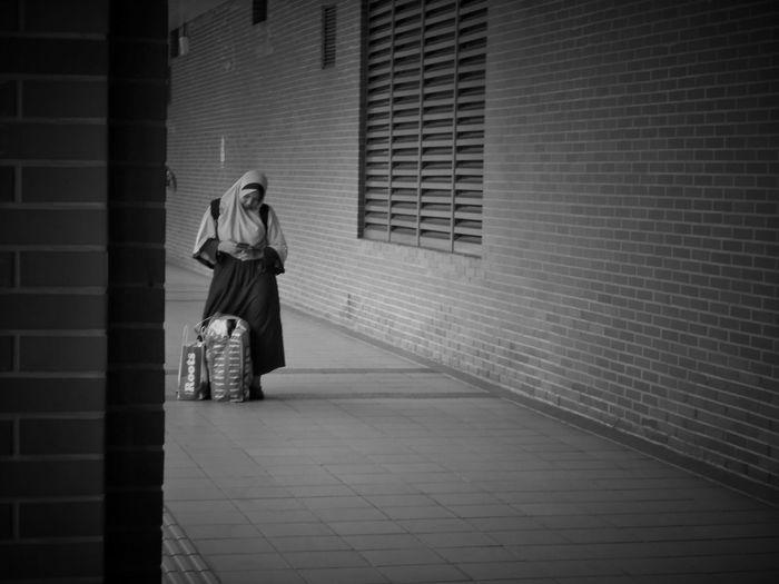 2017/4/17 街拍獵影 於淡水捷運站 Taiwan Bw Bw_lover BW_photography B&w Photo B&w Bw Photography B&w Photography Bwphotography Streetphotography Street Street Photography Streetphoto_bw Street Scene Streetphotography_bw b&w street photography Full Length Young Women Standing EyeEmNewHere