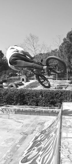 Freestyle biker Amusement Park Ride Sky Amusement Park Outdoors Sport Bicycle Agility Sportsman Freestyle Sports Freestyle Freestyle Biking Freestylebmx Cycling Bmx Cycling Skateboard Park Real People Shadow Riding Leisure Activity Rollercoaster