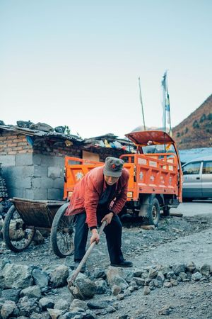 China Worker Mountain Working Outdoors Adult Travel Vscocam Journey Travel Photography VSCO Eye4photography  Documentary EyeEm Best Shots Colours Road Check This Out Redstartravel