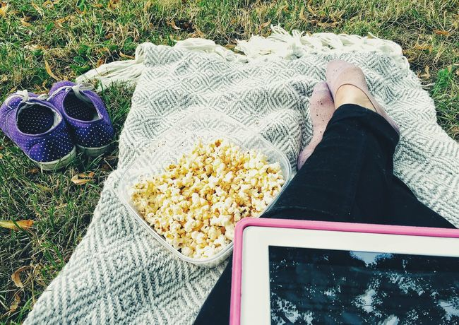 Popcorn at the park Popcorn🌽👌 Park Girl Relaxing Friday Freitag