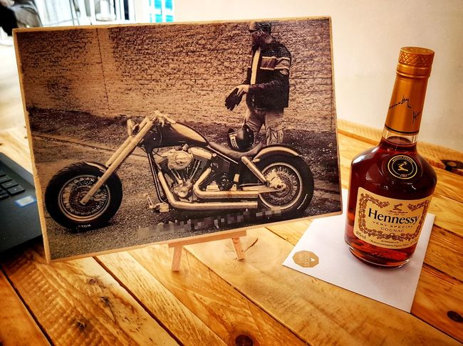 fb/insta - picwoodnl Harleydavidson Harley Love Photowood Graphiconwood Wood Picwood Woodworking Handmade Photoonwood WoodArt Gift DIY Present Souvenir Work Nature Woodlovers Wooddesign Followme Like Nice Hobby Woodstuff Bottle Close-up