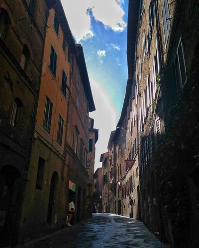 Siena Tuscany Vicoli Sky Skyporn Clouds Cloudporn Afterrain Ig_siena Instapic Instagood Instagram Followme Likers Likeforlike Vivoinunpostobellissimo