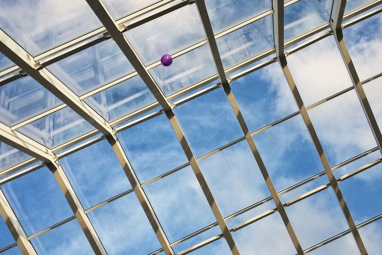 Abstract Backgrounds Ballon On Ceiling Balloon Balloons Cloud Cloud - Sky Cloudy Day Engeneering Engineering Full Frame Glass - Material Glass Ceiling Metallic No People Outdoors Part Of Sky Fine Art Photography Hidden Gems  Pivotal Ideas Adapted To The City Resist Art Is Everywhere
