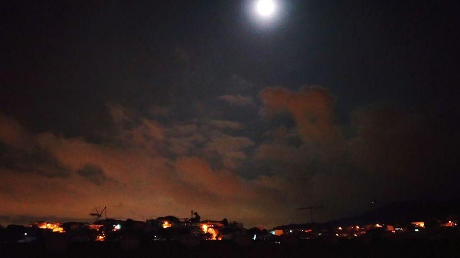 Mudanças ocorrem da noite pro dia. Nightlife Sky Moon First Eyeem Photo