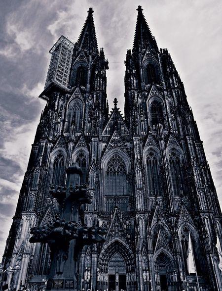 Kölner Dom... Köln Cologne Deutschland Germany NRW Kölner Dom Kathedral Kathedrale Kirche SW Filter Handycam Touristenattraktion Wahrzeichen Place Of Worship City Spirituality Religion History Sky Architecture Civilization Sculpture