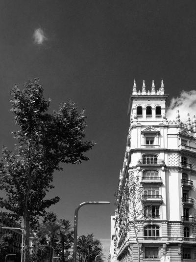 Barcelona ... 🚶🏻 Tadaa Community Monochrome Mpro Streetphoto_bw Urbanexploration Traveling From My Point Of View Der Reisende Black & White Urbanphotography