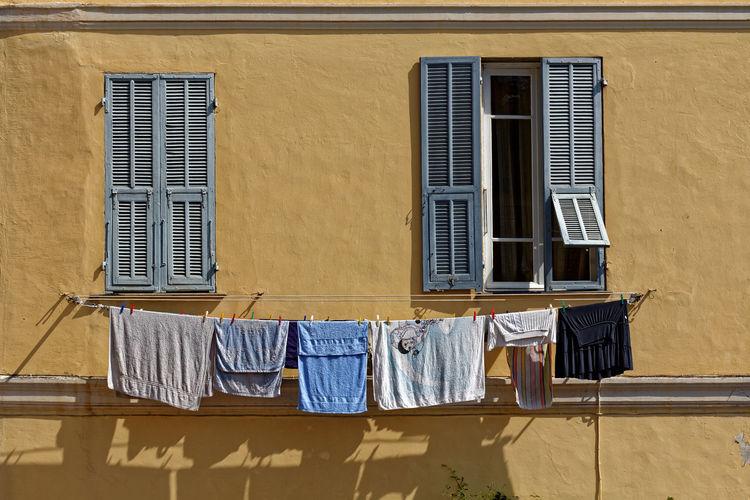 Giorno del bucato Porto Maurizio Liguria Italia 2011 Giorno Del Bucato Porto Maurizio Liguria Italia Waschtag Porto Maurizio Ligurien Italien Wash-day Porto Maurizio Italy Architecture Clothesline Drying Window