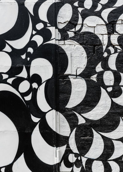 Backgrounds Black And White Curves And Lines Decorative Graffiti Minimalism Monochrome Painting Pattern Pieces Pattern, Texture, Shape And Form Patterns & Textures Repeating Patterns Repetition Repetitive Pattern Snösätra Snösätragränd Street Art Streetart Wall Art Creative Space