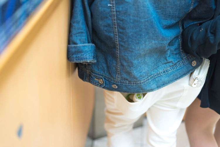 The Street Photographer - 2016 EyeEm Awards Pocket  Pocketful Denim Denim Jacket Jeans Couple Couple In Love White Denim White Jeans In The Elevator Japan Nakaming White Blue Link Arms ポケット ポケットいっぱい デニム デニムジャケット ホワイト ブルー カップル エレベーターの中 ホワイトジーンズ