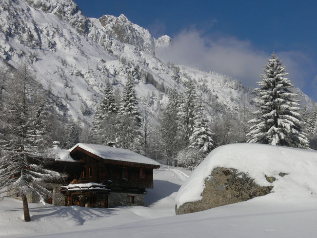 chamonix,haute savoie,france Architecture Beauty In Nature Building Exterior Built Structure Cold Temperature Cottage Frozen House Landscape Log Cabin Mountain Mountain Range Nature No People Non-urban Scene Outdoors Scenics Sky Snow Snowcapped Mountain Tranquil Scene Tranquility Tree White Color Winter