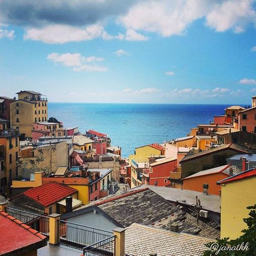 Colors of Italy Riomaggiore Beautifulitaly Cinqueterre Amazingitaly inlove italy italian italia foto_italiane travel traveling gapyear holiday vacation travelling sun hot love ilove instatravel tourist traveler instalive instalife tourism gf_italy colore_italiano igersitalia