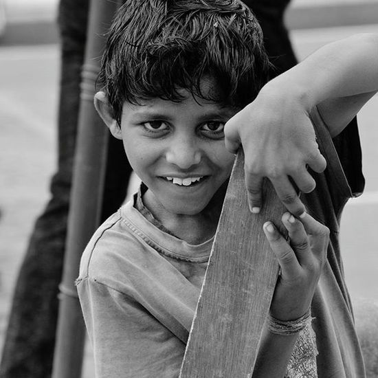 Saw this small kid begging in streets for food..offered him my sandwich and captured life in his eyes...😘😘😍 Streetphotography Poor  CannaughtPlace