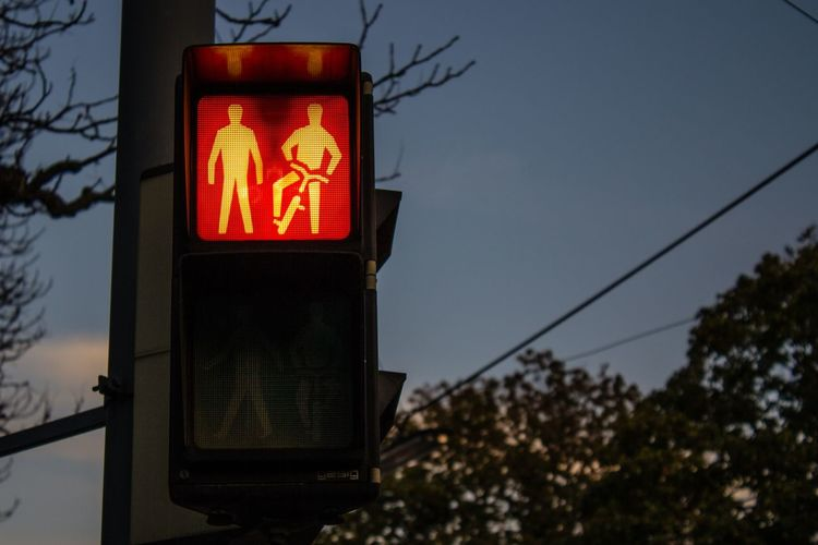 Spot light for bicycles and pedestrian crossing