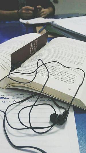 Quem mal lê, mal ouve, mal fala, mal vê. (Monteiro Lobato)