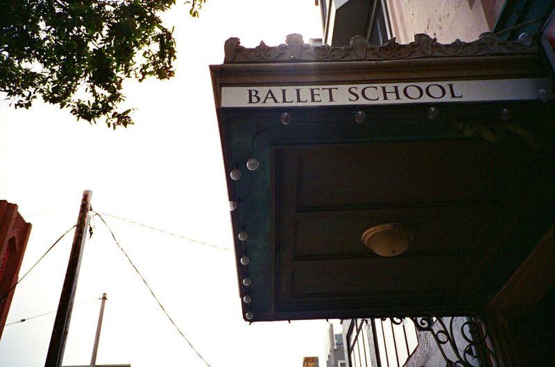 Balletstudio F2/400 Western Script Text Communication Capital Letter Architecture LCA+ Film