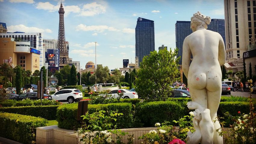 Viva Las Vegas. Butts Lipstick Kiss Kiss My Ass Las Vegas Statue Caesar's Palace  Boulevard Street Photography Stories From The City