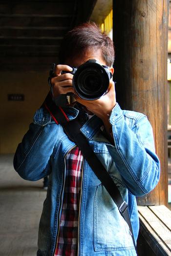 One Person Real People Camera - Photographic Equipment Photographing Photography Themes Holding Photographic Equipment Camera Casual Clothing Unrecognizable Person Photographer Digital Camera Digital Single-lens Reflex Camera SLR Camera