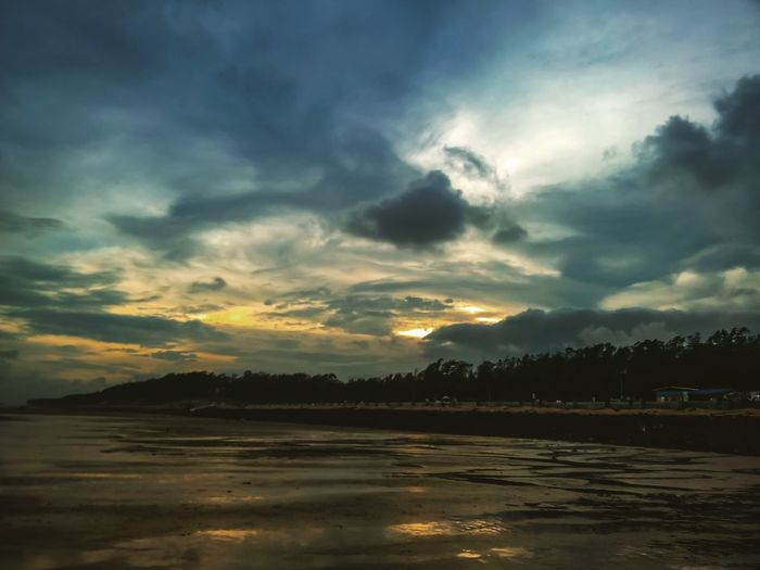 An evening at Sea beach India WestBengal Trip Naturelovers Naturephotography Beautifullplace Mobilephotography Nature Seabeach Cloud - Sky Eveingphotography Sunset_collection Tree Water Lake Flood Mountain Forest Low Tide Moody Sky Romantic Sky Salt Lake
