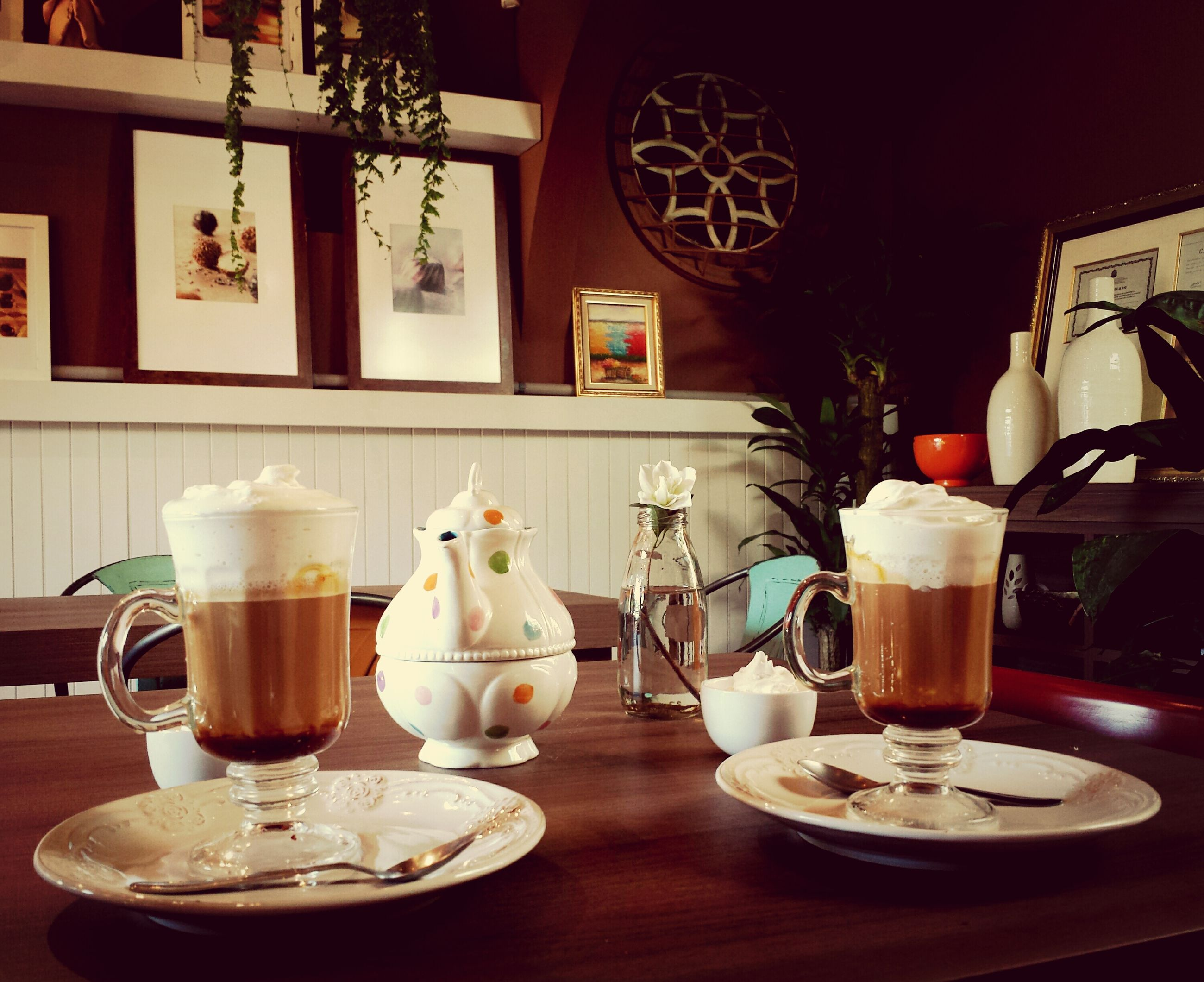 indoors, table, food and drink, drink, coffee cup, still life, refreshment, plate, home interior, freshness, chair, cup, saucer, restaurant, drinking glass, coffee - drink, dining table, food, no people, glass - material