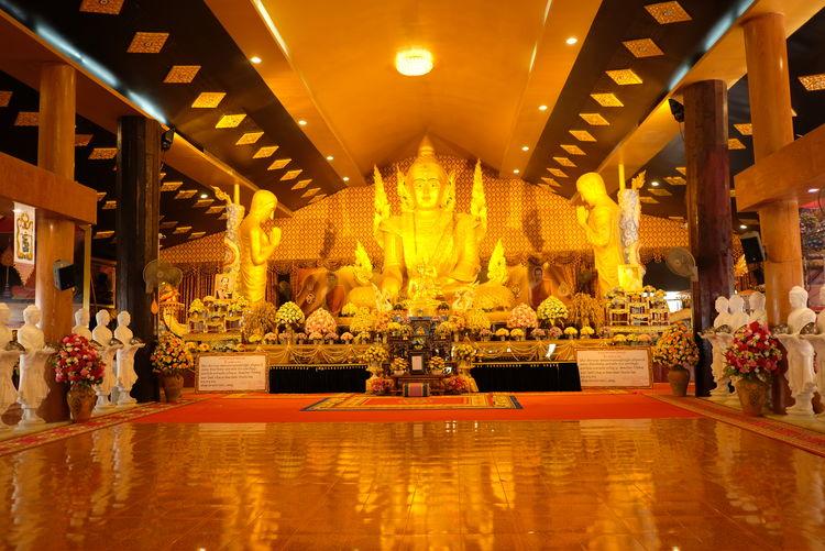 Illuminated sculpture in temple building