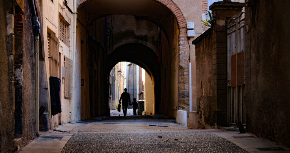 Silhouette Arch Direction Holdhands Parenting Real People Shadow The Way Forward Two People EyeEmNewHere